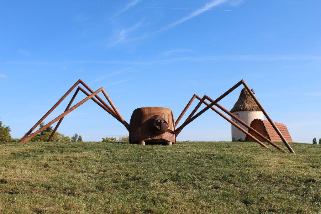 L'araignée et le moulin sur la nouvelle butte