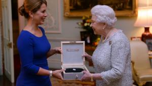 Un trophée pour la reine Elisabeth II