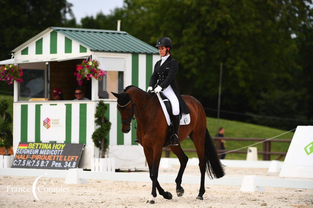 Jardy J2 : Bettina Hoy en tête du dressage !